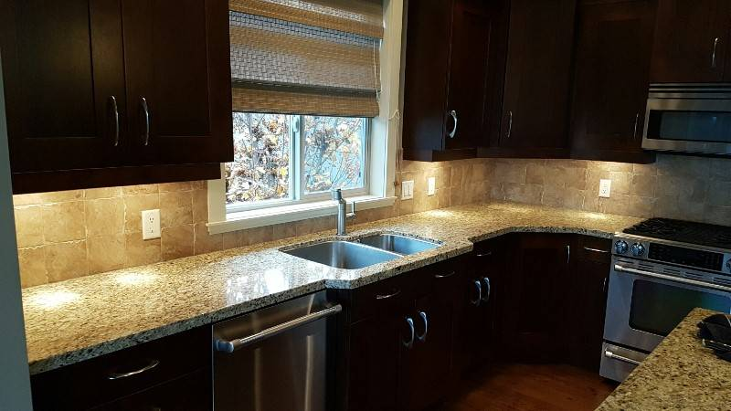 Upper kitchen cabinets castanet classifieds for Kitchen cabinets vernon bc