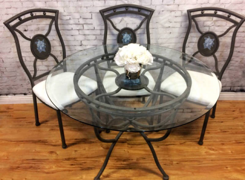 Dining table and 4 chairs castanet classifieds for Dining room tables kelowna