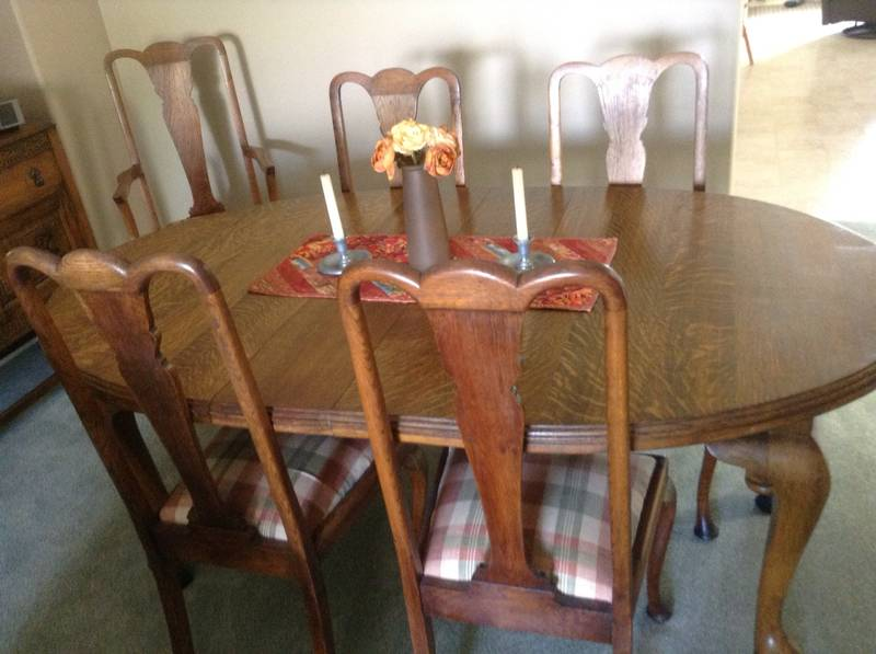 Antique dining room table chairs castanet classifieds for Dining room tables kelowna