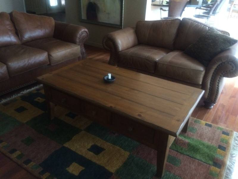 High End Leather Couch And Love Sea Castanet Classifieds