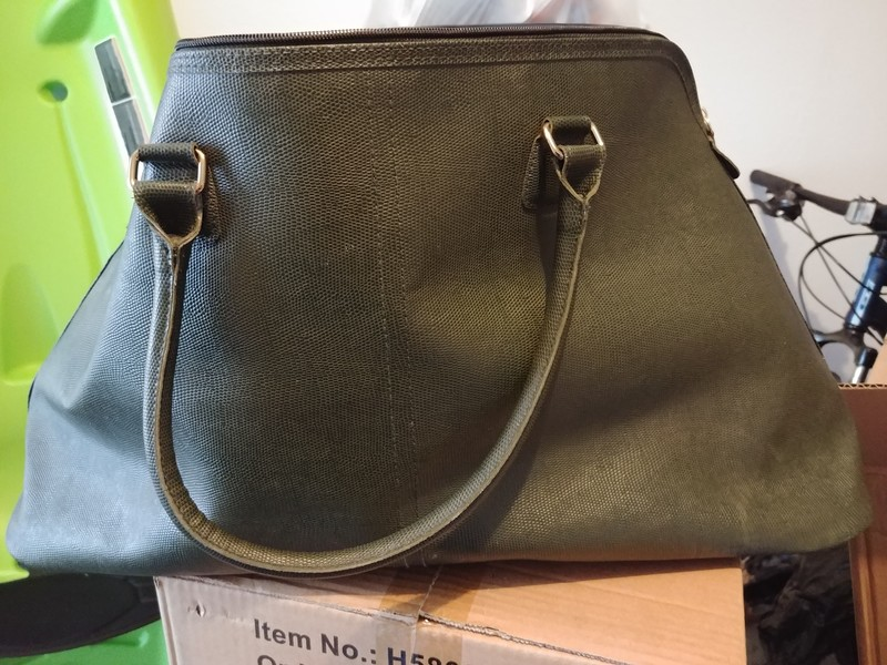 88aab1f5b336 Good size travel bag - Castanet Classifieds